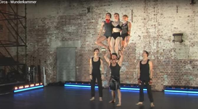 «La chambre des merveilles», un spectacle aux acrobaties drôles et glamours